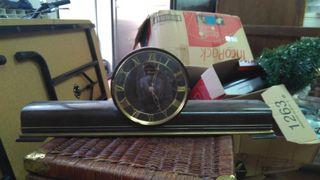 Reloj de mesa a cuerda antiguo