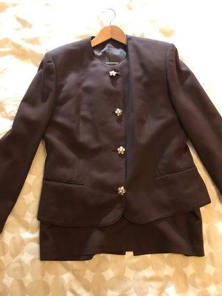 Traje de chaqueta y falda de lana. Burberry. T42