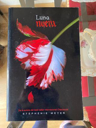 "Libro ""Luna nueva"". Stephenie Meyer"