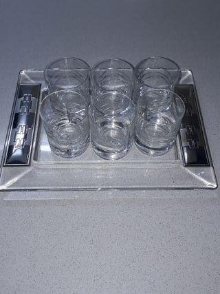 bandeja cristal con vasos chupitos.