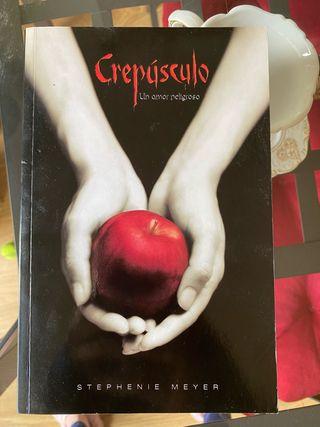 "Libro ""Crepúsculo"". Stephenie Meyer"