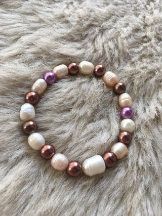 Pulsera con perlas de río