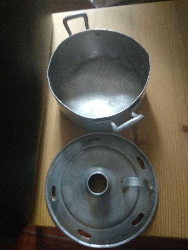 Olla de aluminio antigua