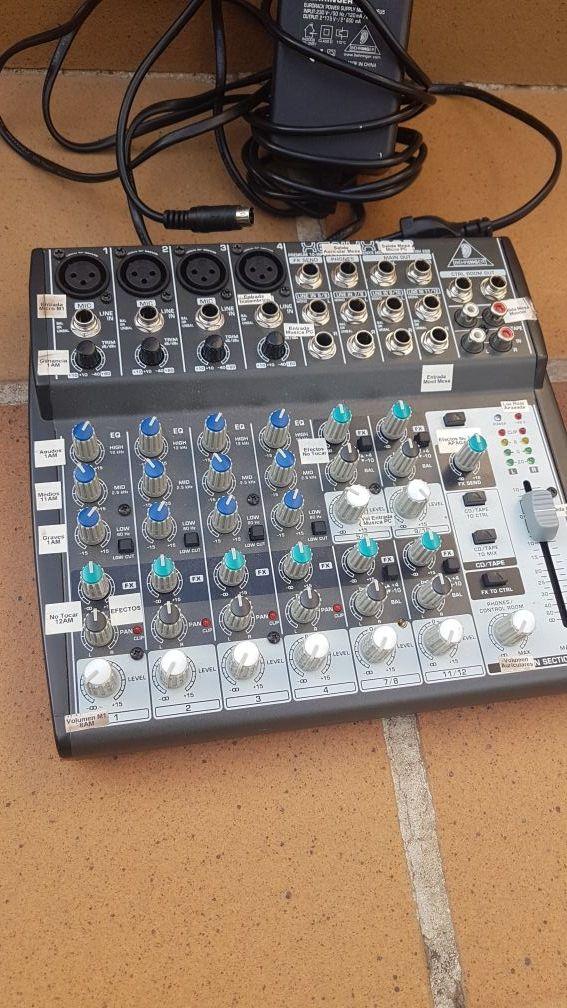 Mesa mezclas Behringer xenyx 1202 y UCA 222