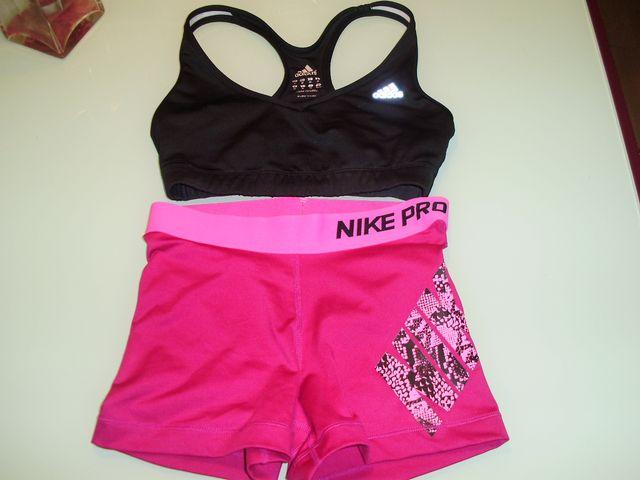 Short, top y mallas para gimnasio