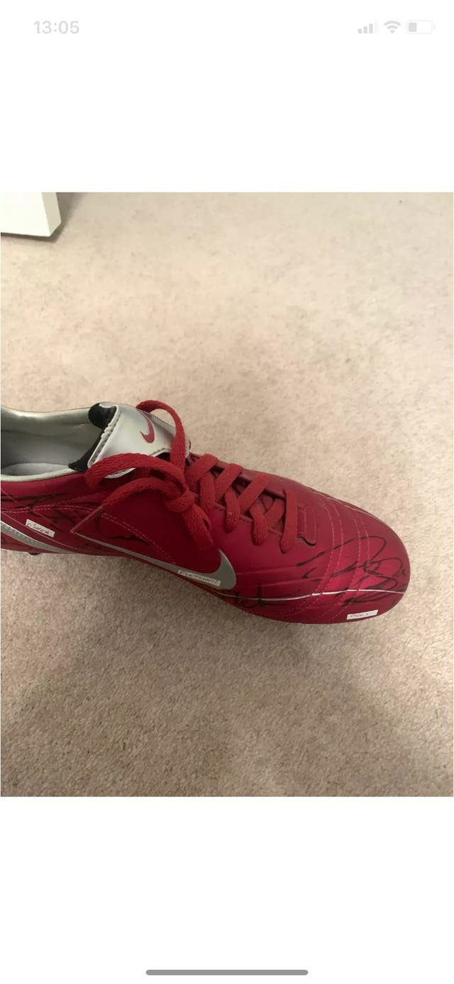 Manchester United Boot Signed By Players