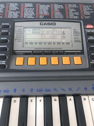 Piano Casio CTK-601 + Pie de piano