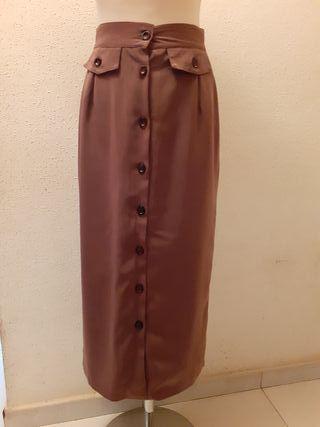 falda larga marron botones