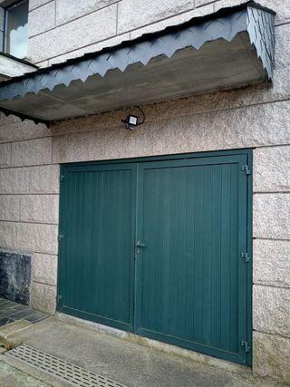 Portal de aluminio verde moteado