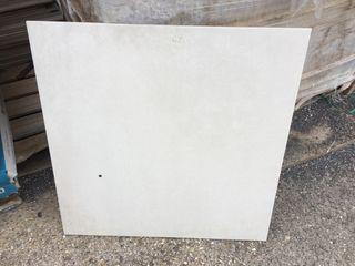 Porcelanico 60x60 con defecto y punto negro
