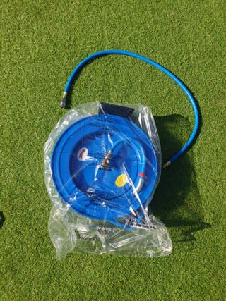 Automatic compressed air hose reel made of metal