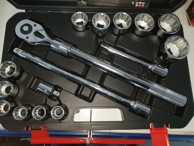 Impact set 3/4 with 18 pieces telescopic ratchet.