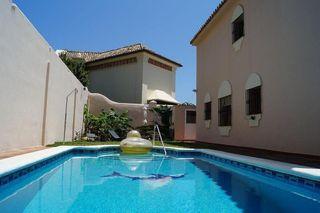 Villa en venta en Playa de la Fontanilla en Marbella