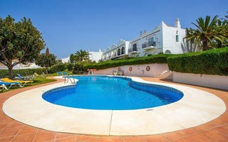 Casa adosada en venta en Nueva Andalucía centro en Marbella