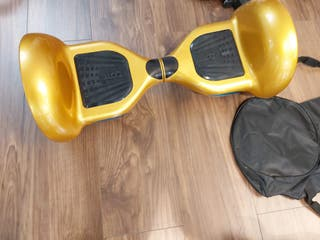 Hoverboard dorado. Incluye funda.