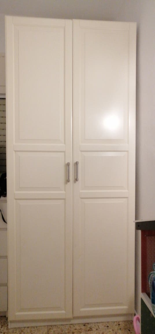 vendo mueble de ikea de doble puerta