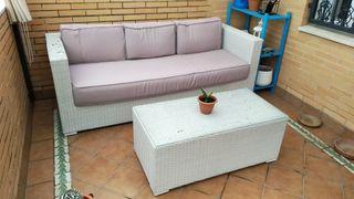 Sofá y mesa para terraza o jardín