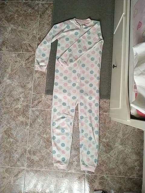 Mono de pijama.