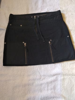 Falda 100% algodón, color negro.