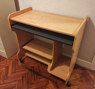 Escritorio. Mesa para ordenador