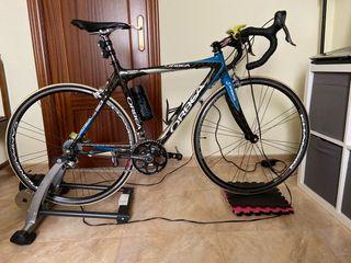 Bicicleta de carretera y rodillo Tacx