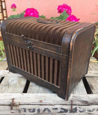 Antiguo baúl de madera y tela #yomequedoencasa