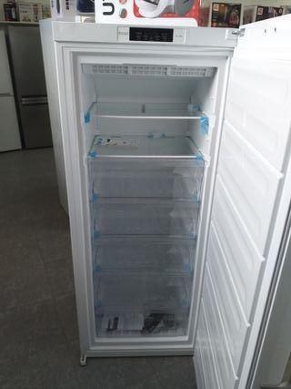 Congelador vertical Bauknecht blanco con tara