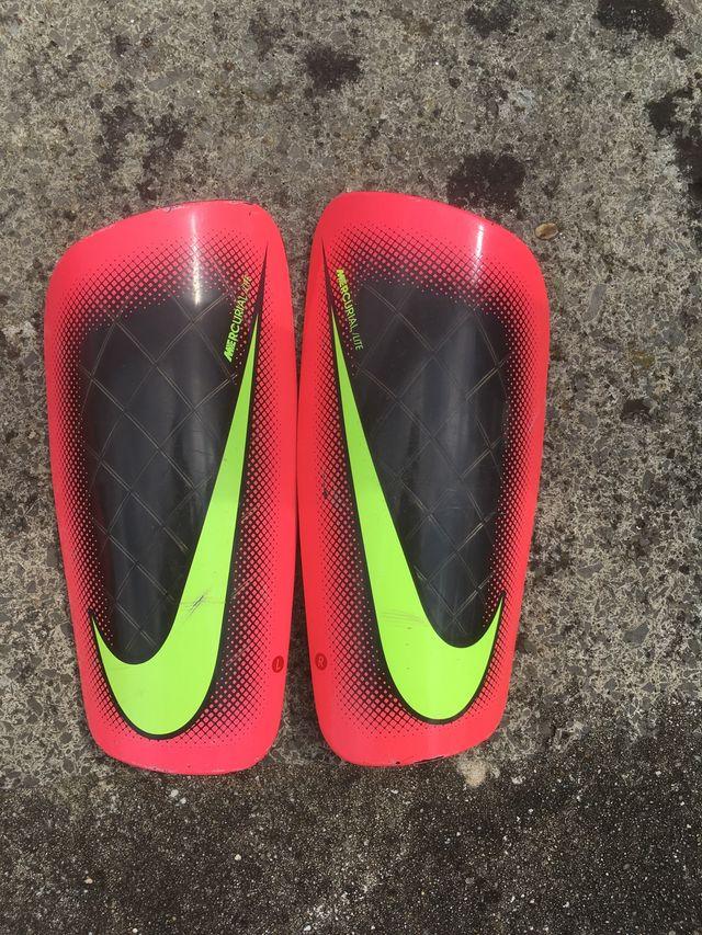 Crampon Nike hypervenom avec protège tibias offert