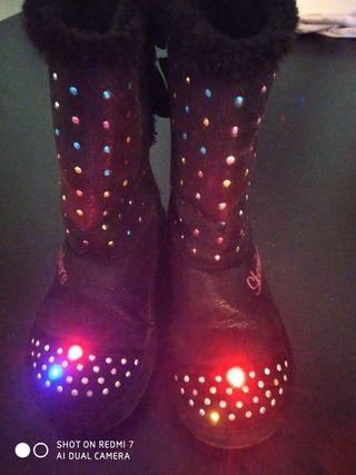 Botas Skechers con luces. Talla 30.