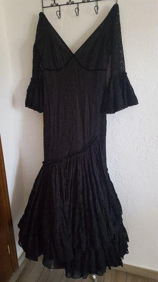 traje de flamenca de encaje negro