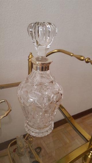 Licorera en cristal tallado y plata
