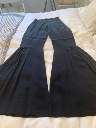 Pantalón negro acampanado talla S