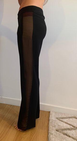 Pantalón negro con transparencias