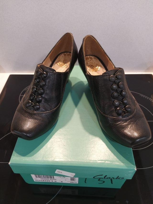 Metro Anzai limpiar  Zapatos Clarks talla 39 1/2 de segunda mano por 15 € en Pamplona en WALLAPOP