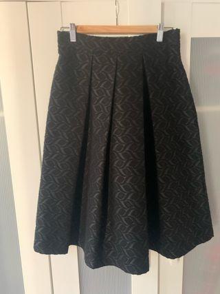Falda midi color negro