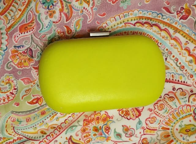 Clutch verde pistacho, de Blanco