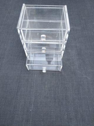 Caja metacrilato con cajones.