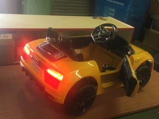 Audi spider R8 kids 12v ride on car new parent con