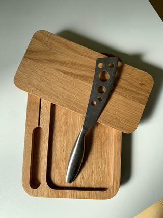 Tabla y cuchillo para quesos
