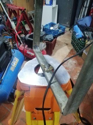 focos industriales con trípodes