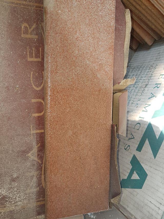 zocalo de gres exterior rustico
