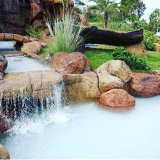 piscinas, jacuzzis y cascadas