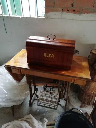 REBAJADA Maquina de coser antigua ALPHA