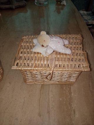 cesto y caja de mimbre
