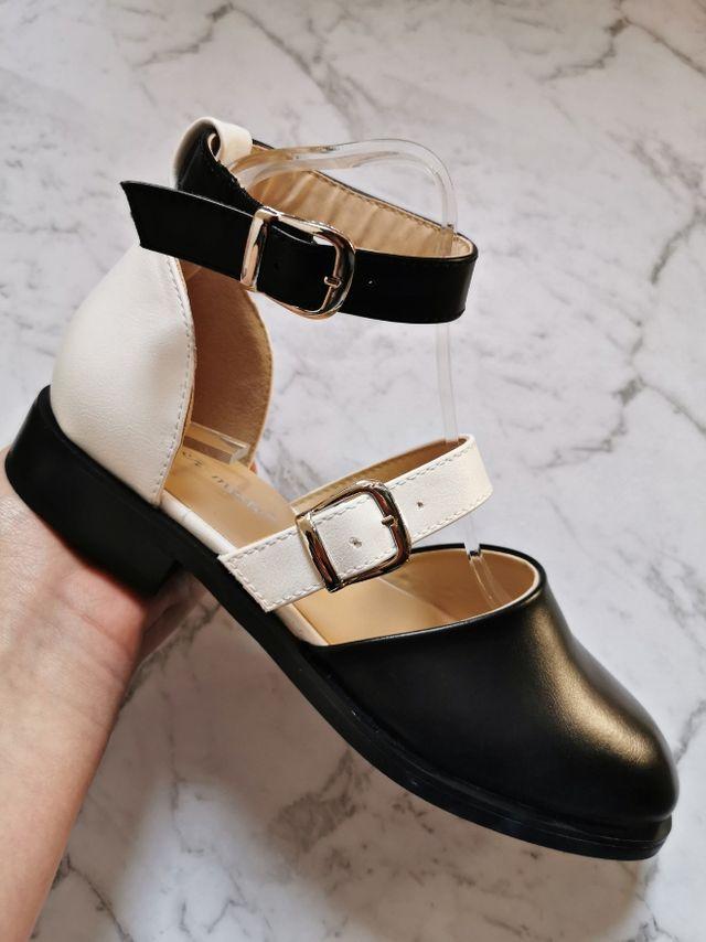 Black/white sandals.