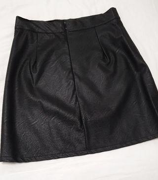 Falda cuero negro