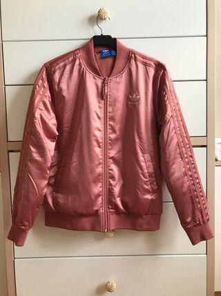Chaqueta bomber rosa de Adidas