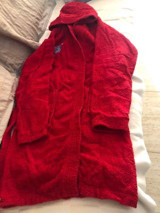 Albornoz rojo talla 14