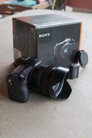 Vendo cámara SONY RX10 con lente F2,8 de 24-200 mm