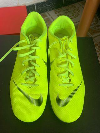 Botas de futbol de césped